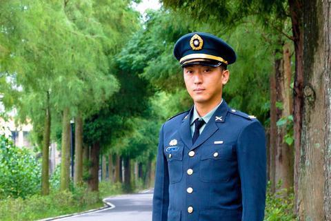 我是中国人 !台湾军官宣布退伍