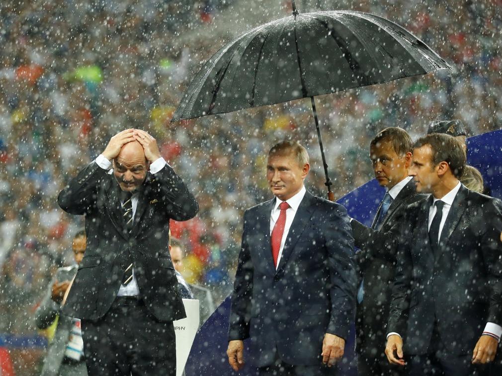 世界杯颁奖典礼现意外一幕 普京很得意