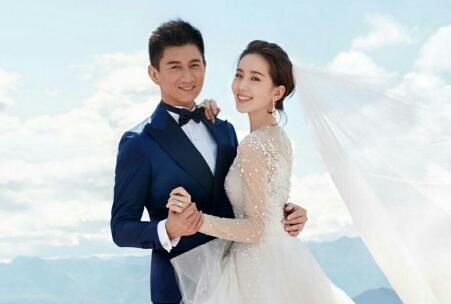 刘诗诗手扶大肚出镜 结婚三年终得子