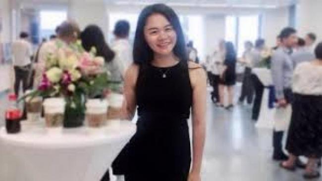 向习近平画像泼墨女子被拘 上海警方回应