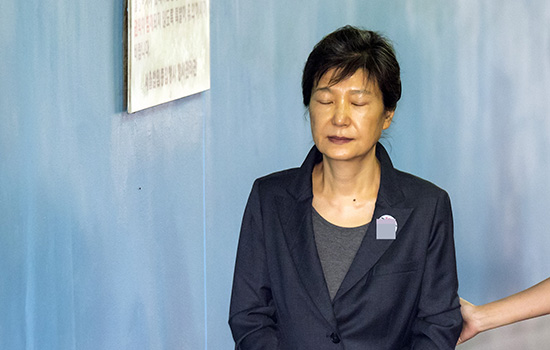 朴槿惠因亲信干政受贿等罪行共获刑32年