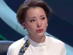 央视一姐董卿  含泪诉说赵忠祥的行为