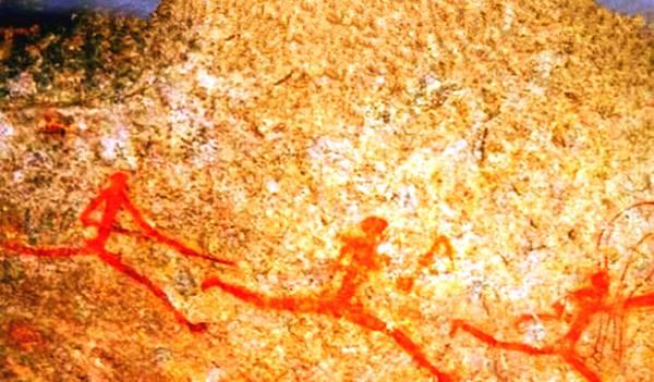火星拍到神秘壁画  远古人领着蛇在奔跑