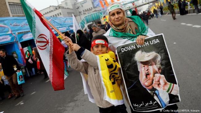 左手制裁右手谈判 伊朗美国打心理战
