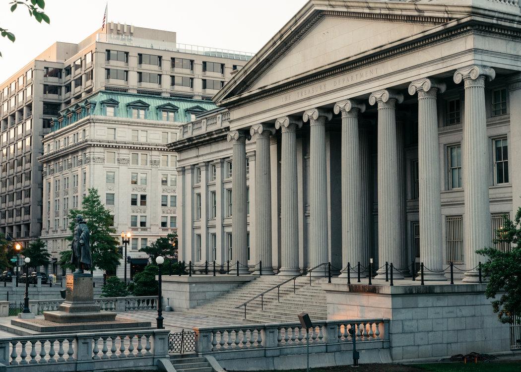 去年,在海航集团收购天桥资本的过程中,其高管与财政部长史蒂芬・马努钦曾在财政部华盛顿总部过会面。