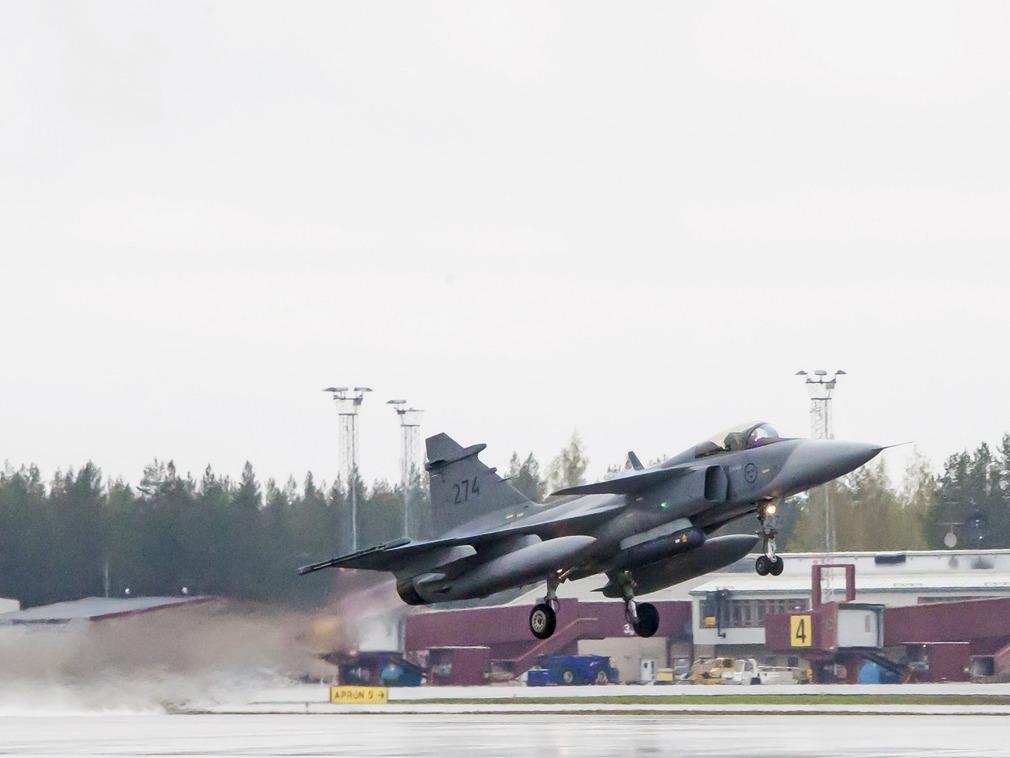 西班牙战机在俄罗斯边境误射一枚导弹