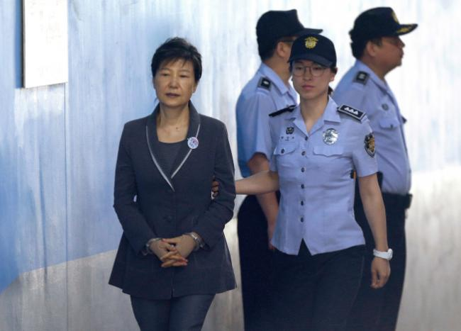 二审刑期加重!朴槿惠99岁才能出狱