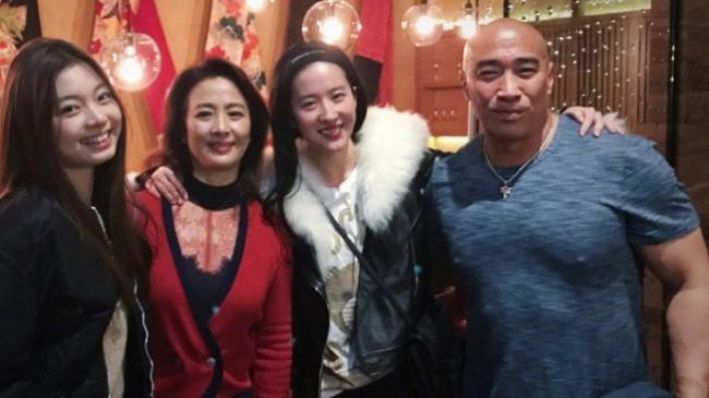 """刘亦菲60岁妈妈惊呆网友:""""美过女儿"""""""