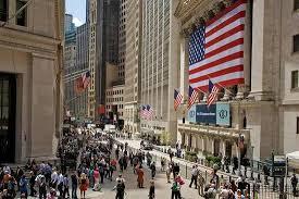 贸易战阴影下美股8月表现亮丽