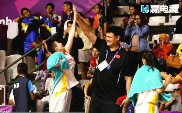 中国篮球包揽4金 姚明笑得跟花儿一样