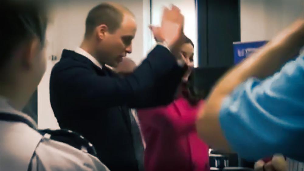 爆笑 凯特王妃突然尬舞,还让王子跟着跳