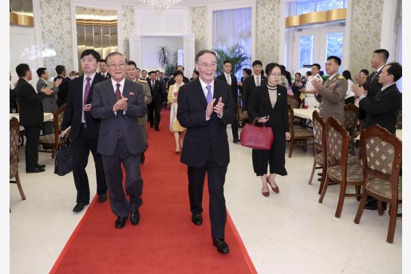 王岐山出席朝鲜国庆70周年招待会
