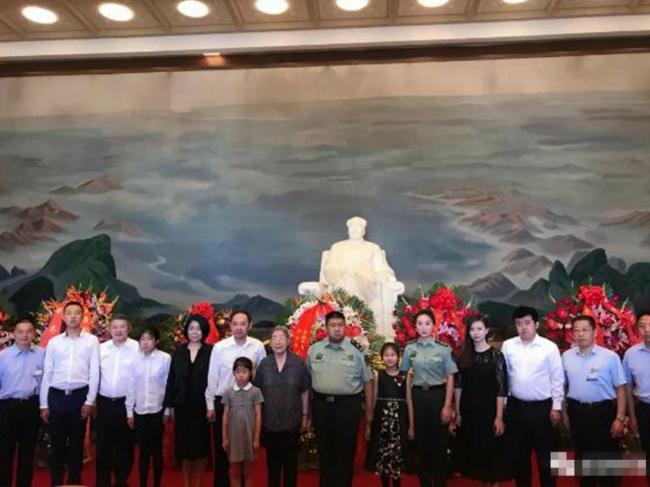 毛泽东忌日家族后人聚北京 现神秘人物