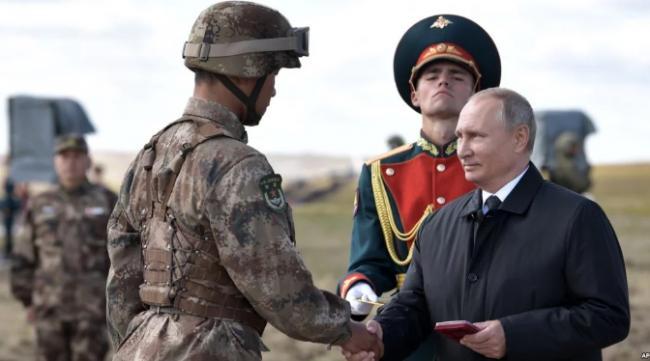 俄军演秀肌肉却露小身板 中共砸场子了