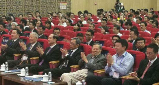 杨振宁施一公出席   颁发求是科学奖