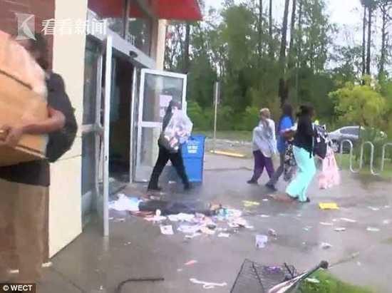 美国飓风袭击 居民趁机劫商店 店主算了