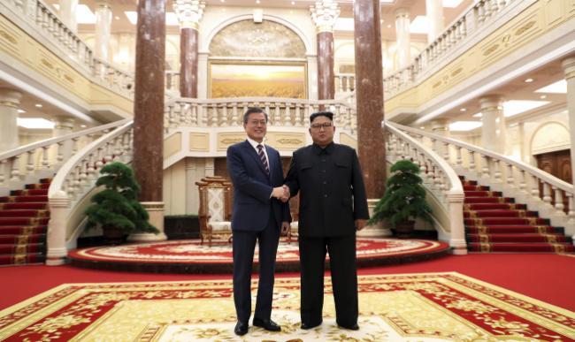 罕见!文在寅访朝鲜创下这些首例