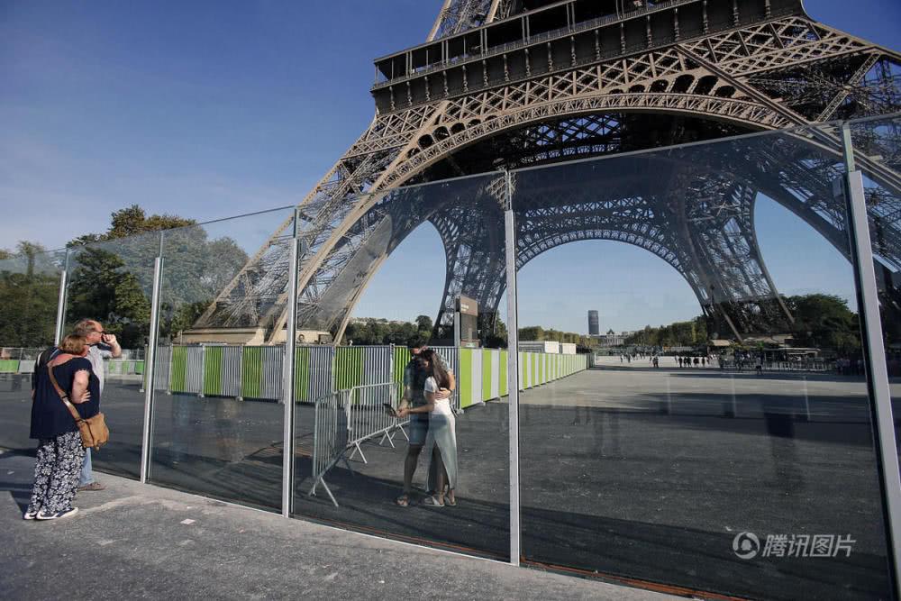 为防恐袭 巴黎埃菲尔铁塔竟改成这样