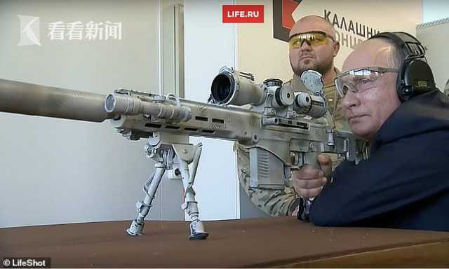 普京炫技试射狙击步枪 600米外5枪中3枪