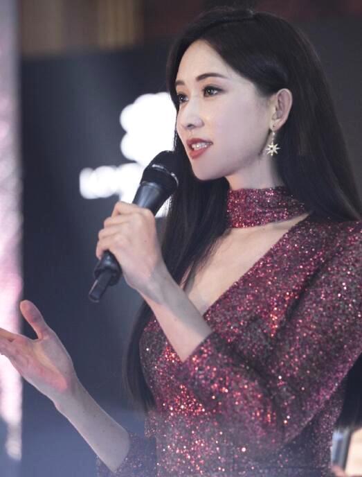 44岁林志玲近照曝光 长发飘飘性感妩媚