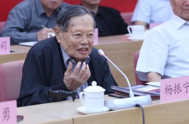 杨振宁批国内科学界 误导年轻人