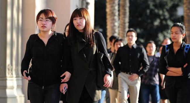 """美国限制中国学生签证 谁""""受伤""""更重?"""