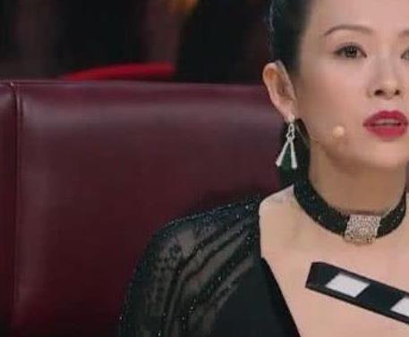 章子怡出席活动 穿现实版皇帝的新装
