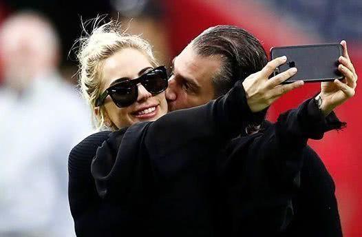 Lady Gaga宣布订婚好莱坞著名经纪人