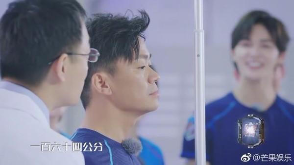 """王宝强""""谎报身高"""" 测量结果..."""