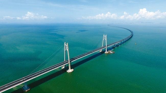 """港珠澳大桥成""""现代世界七大奇迹""""之一"""