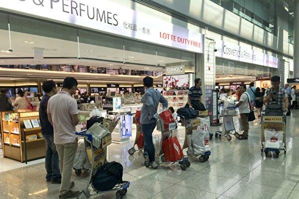 丢人 9名大陆游客在韩仁川机场群殴