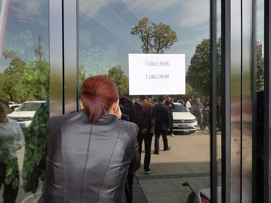 图三:刘某经营的门店上午还在营业,目前已暂停营业。.jpg