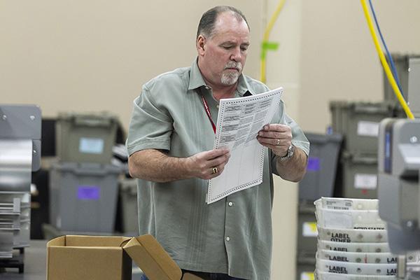 佛州中期选举重新计票  川普严重不满