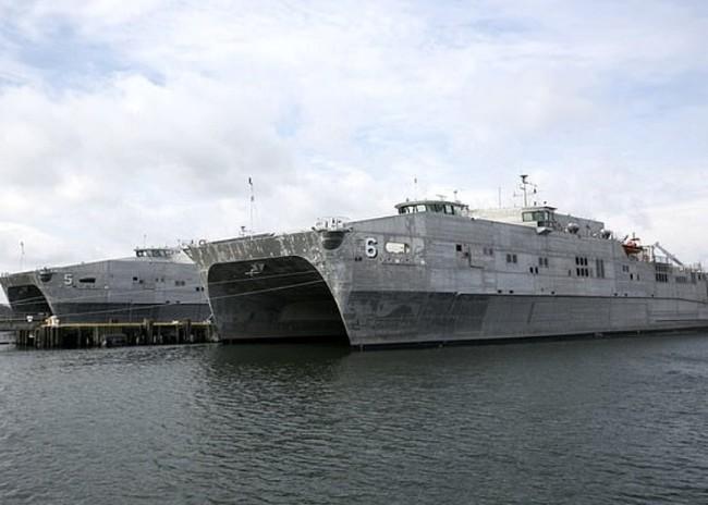 难民船沉没76死   美国军舰见死不救