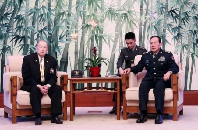 中国防长会见美国老兵 传递出什么信息