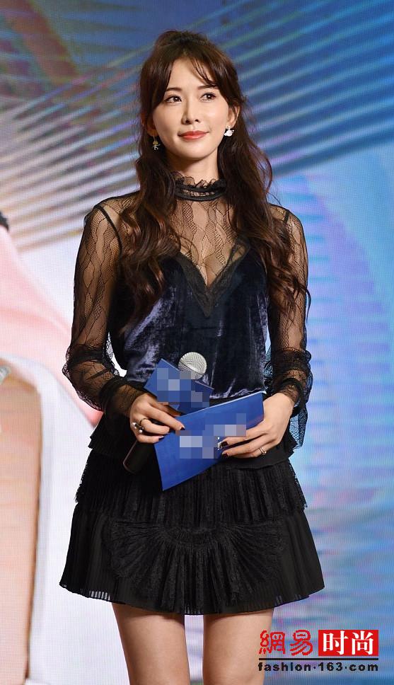 林志玲穿蕾丝透视裙亮相 像20岁少女