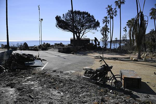 加州山火火势减半  超千人仍失踪