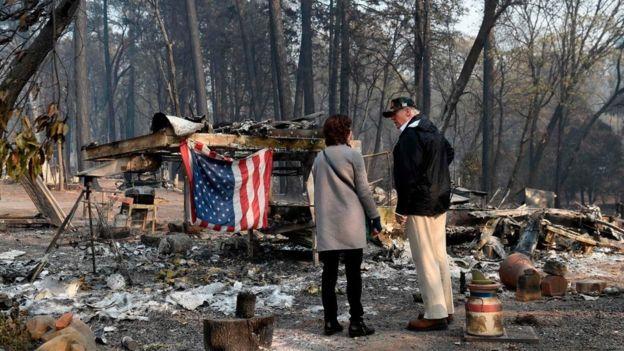 川普视察加州火情 先和州长杠上了