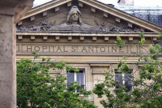 捐粪便可得400?巴黎人为钱疯狂捐致医院中止研究