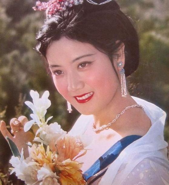 她比刘晓庆还年轻 只想过普通人生活