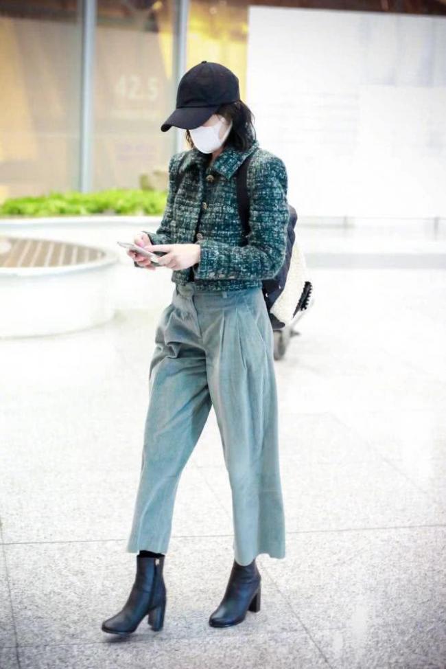 周迅终于凹对造型了 高腰外套配阔腿裤
