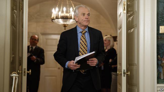白宫贸易顾问彼得・纳瓦罗2018年3月22日抵达白宫外交接待室,川普总统将宣布关于中国的关税和投资限制。