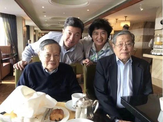 国际支持杨振宁判断张首晟应获诺奖