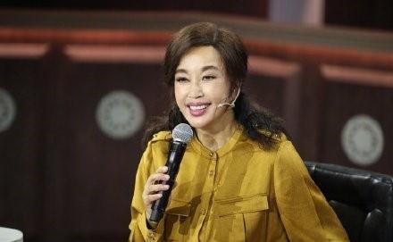 63岁刘晓庆近照曝光 面容僵硬惹争议