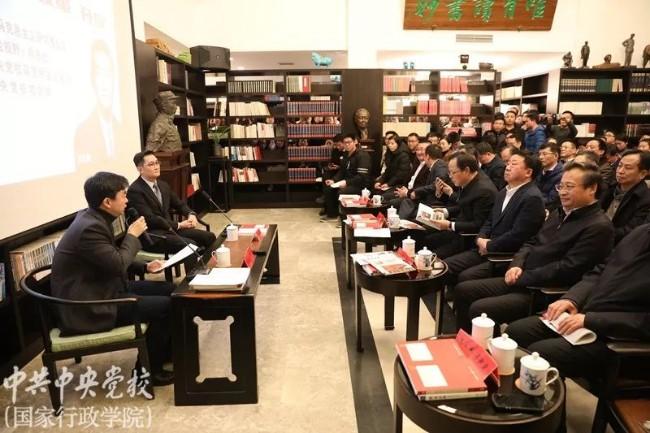 马化腾中央党校演讲  台下官员趾高气扬