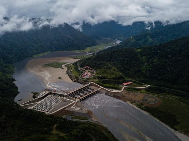 Ecuador-Dam-slide-GJ2W-master1050.jpg