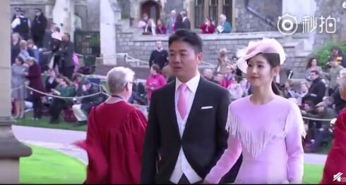 刘强东夫妇惊爆离婚   她爸果断7字回应