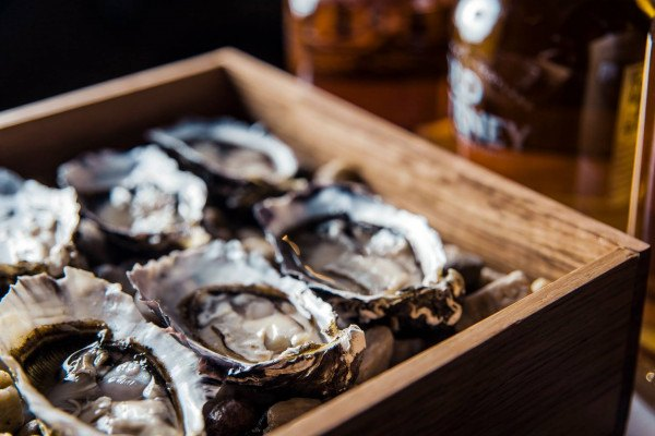 Oysters-in-Wood-Box.jpg,0