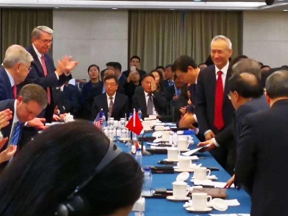 中美谈判现场被曝光 刘鹤突然意外现身