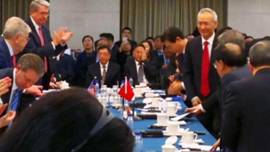 """中美谈判首日发生的几起""""巧合"""""""